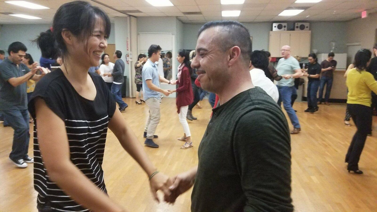 Fun-Group-Salsa-Dance-Lesson-in-Orange-County